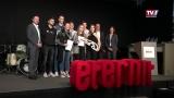 Eternit verleiht Trophy an HTL Schüler