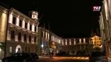 Schwanenstadt's Fassaden leuchten theatralisch