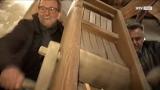 Riesen-Osterratschn am Schärdinger Kirchturm