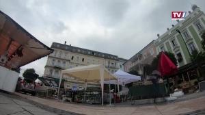 Aufbauarbeiten Wochenmarkt Gmunden