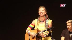 Mai Cocopelli singt sich in die Kinderherzen