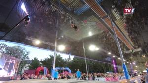 Olympiasiegerin aus den USA und Weltmeister aus Polen beim Lentos Jump