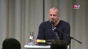 Hochspannung garantiert: Bernhard Aichner liest aus