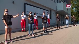 Rot Kreuz Mitarbeiter geben Corona Tips