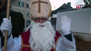 Kinder von Gampern treffen den Nikolaus