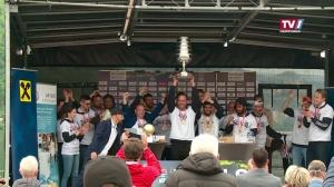 Die Swans feiern Titel mit Fans