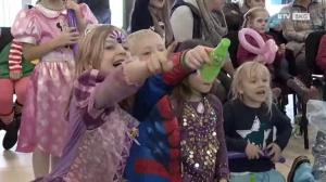 Lachende Gesichter beim Kinderfasching im Salzkammergut Einkaufspark