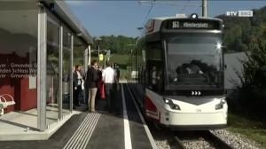 Neue Haltestelle beim Schloss Weyer eröffnet