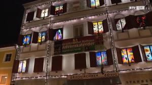 BRÜCKEN BAUEN am Rathaus Adventkalender Grieskirchen