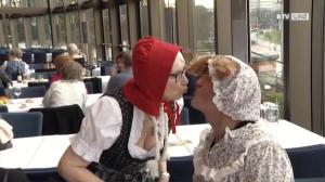 1000 Senioren feiern Fasching im Brucknerhaus